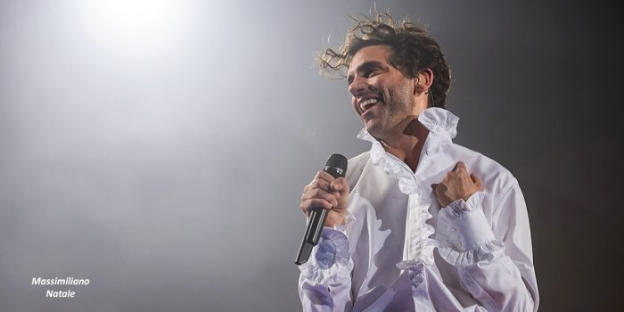 Mika, musica e colori sul palco del PalaCalafiore di Reggio Calabria